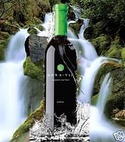 Монави актив (Monavie active), напиток-актив от Jeunese Global, на фоне водопада. Picture.